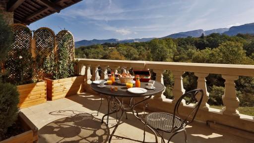 Terrasse d'une suite, vue sur la montagne